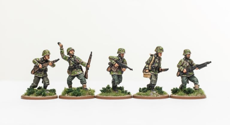 Rifle-section-advancing-Waffen-SS-Wehrmacht-Panzergrenadier